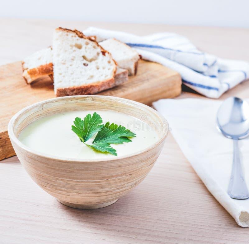 Суп и хлеб овощей стоковое изображение rf