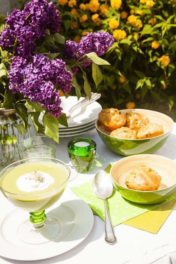 Суп и хлеб стоковые изображения rf