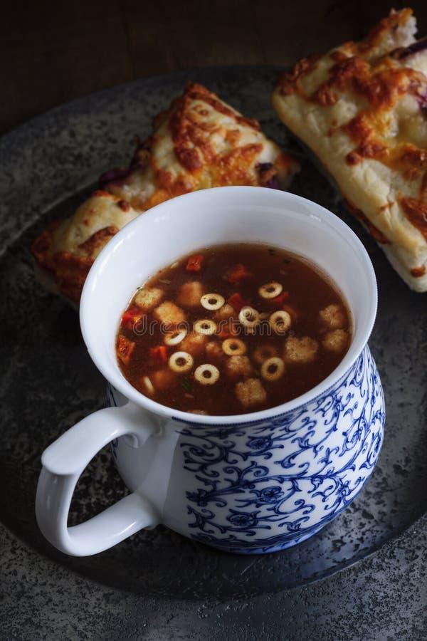 Суп и Focaccia минестроне стоковые изображения
