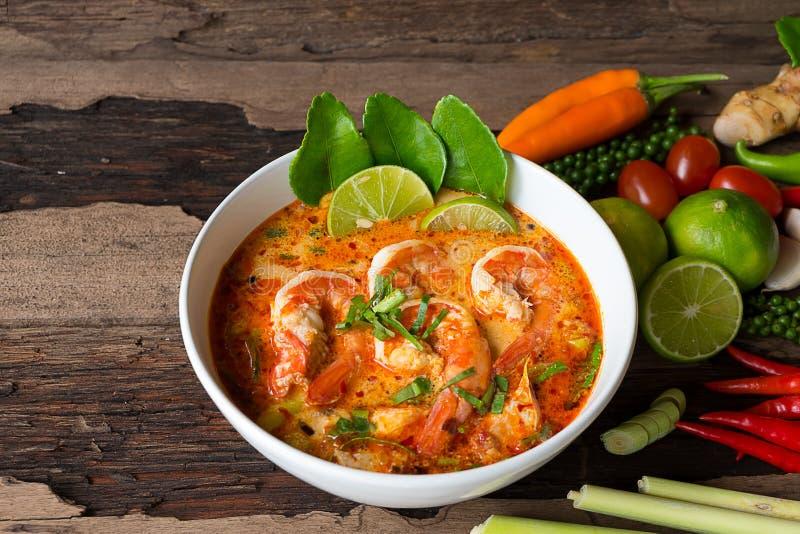 Суп креветки или goongTraditional Том Ям еда в Таиланде стоковое изображение