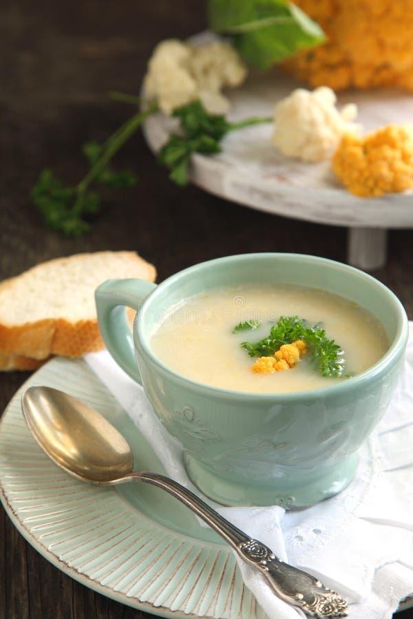 Суп цветной капусты. стоковое изображение