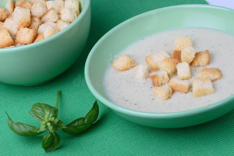 Суп цыпленка cream с мякишами хлеба стоковое изображение