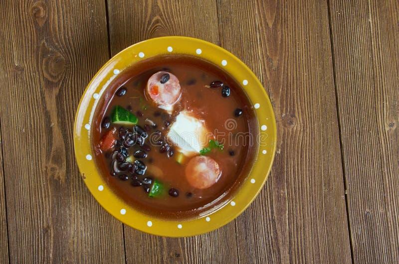 Суп черной фасоли с сосиской Cajun стоковая фотография
