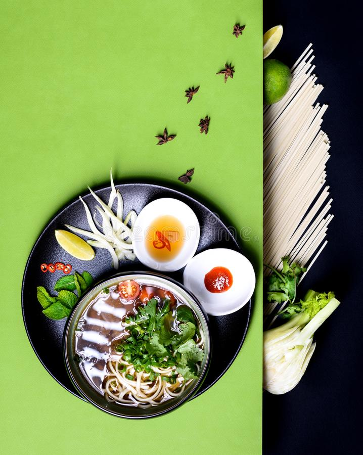Суп Pho Bo с recepy говядины и лапш въетнамские, азиатские ингредиенты стоковое изображение rf
