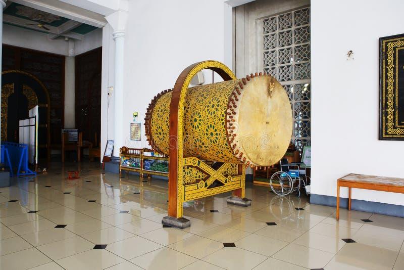 Сурабая, Индонезия, интерьер мечети al Akbar стоковая фотография rf