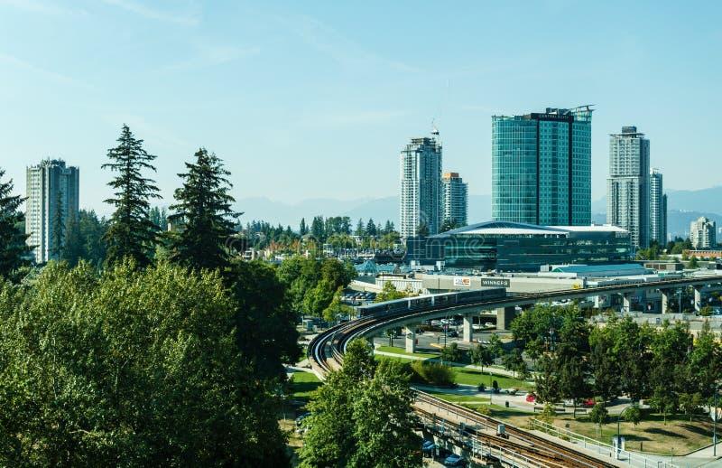 Суррей, Канада 5-ое сентября 2018: Современные здания и область Ванкувера центра города инфраструктуры большая стоковые изображения