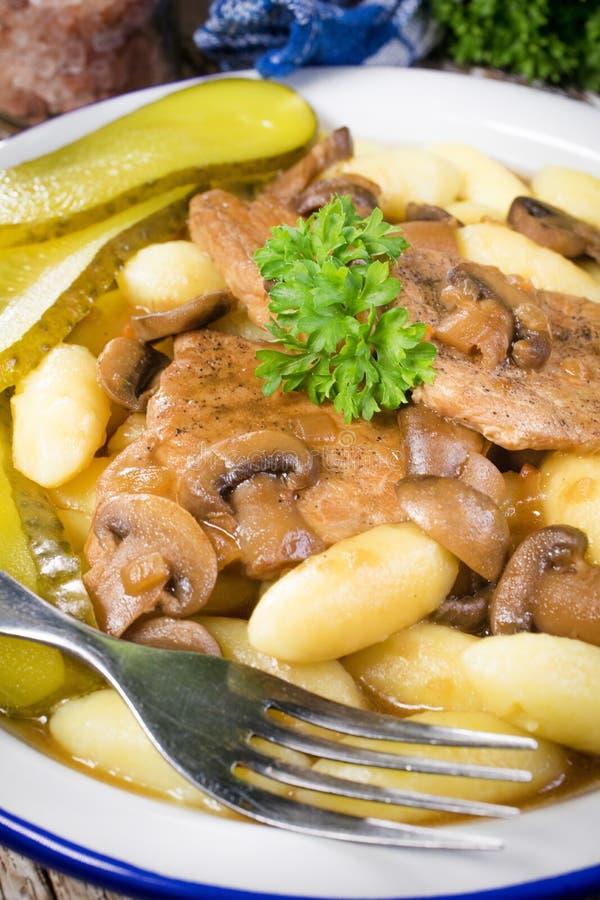 Сухая свинина с грибами стоковая фотография rf