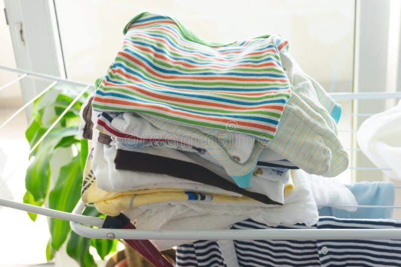 Download Сухие одежды младенца стоковое изображение. изображение насчитывающей aztecan - 41657231