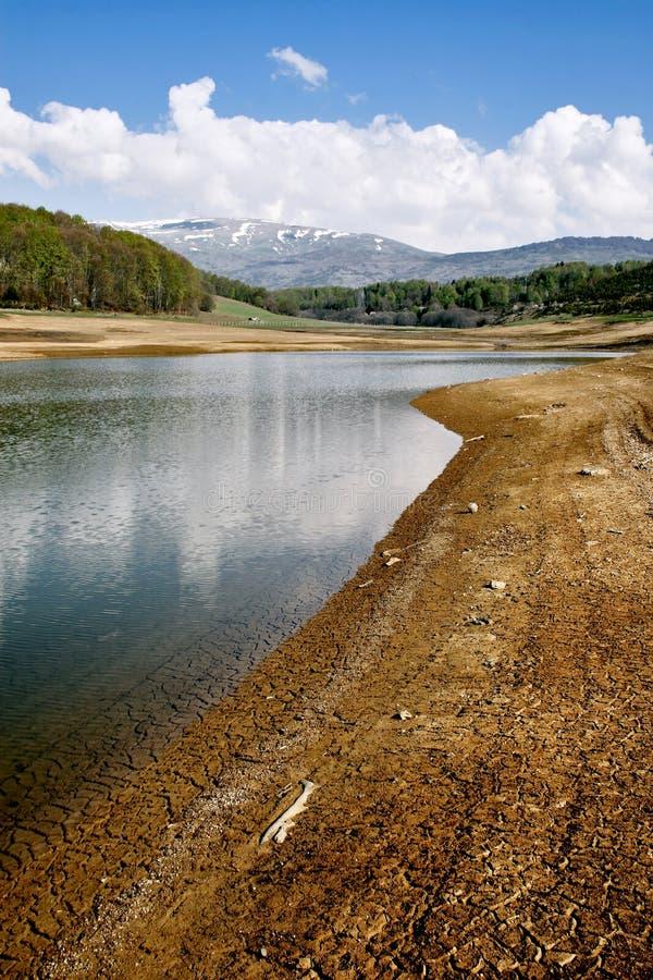 сухое половинное озеро стоковое изображение rf