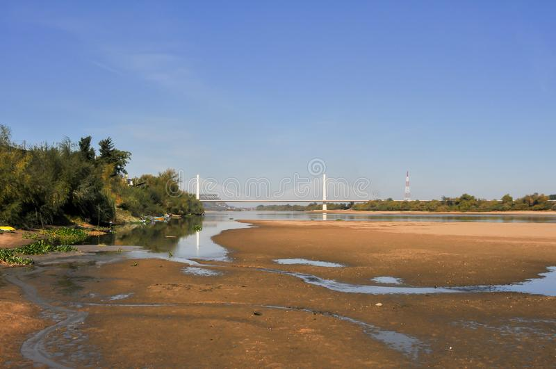 Сухое русло реки, отсутствие воды стоковые фотографии rf