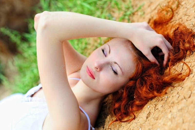 _ сушить земл вверх женщин стоковые фото