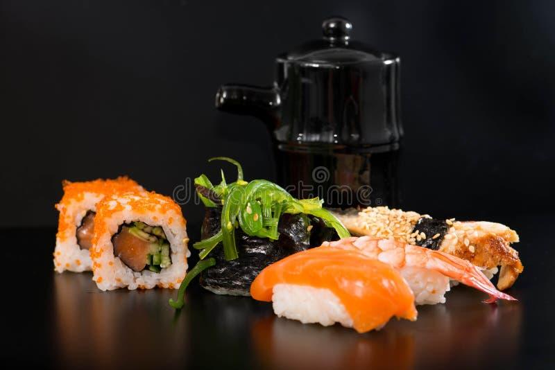 Суши и Rolls стоковое фото rf