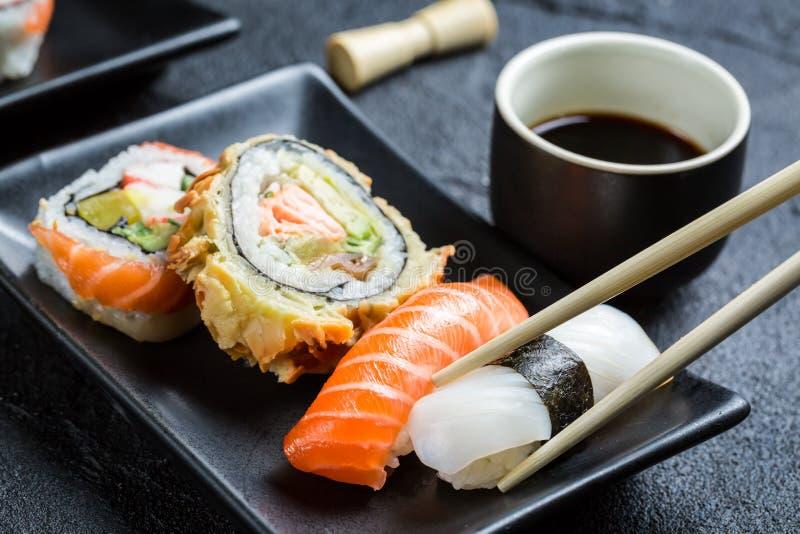 Download Суши при соевый соус съеденный с палочками Стоковое Фото - изображение насчитывающей палочка, рис: 40585994