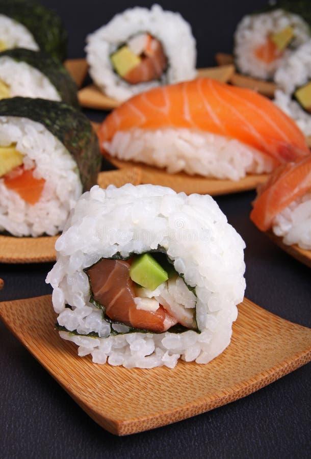 Download суши california стоковое фото. изображение насчитывающей суши - 18392326