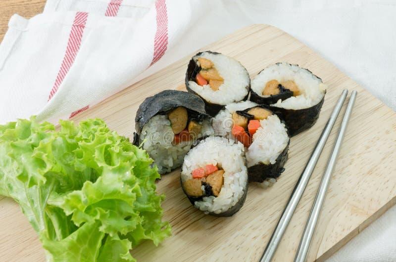 Суши Rolls Veggie или овощ Maki на деревянной доске стоковое фото