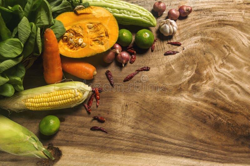 Существенные компоненты Таиланда, ассортимента овощей и травы стоковое фото rf