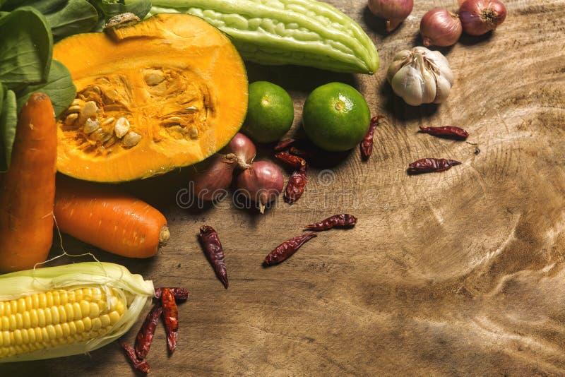 Существенные компоненты Таиланда, ассортимента овощей и травы стоковые изображения rf