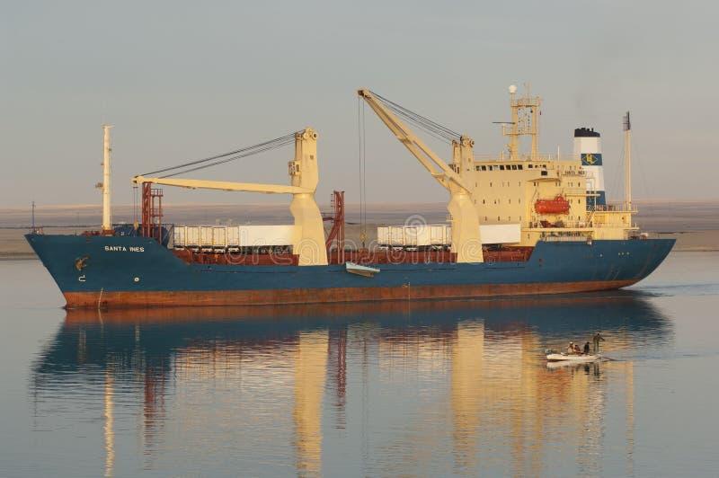 СУЭЦ CANAL/EGYPT - 3-ье января 2007 - корабль Сан смешанного груза стоковое фото rf