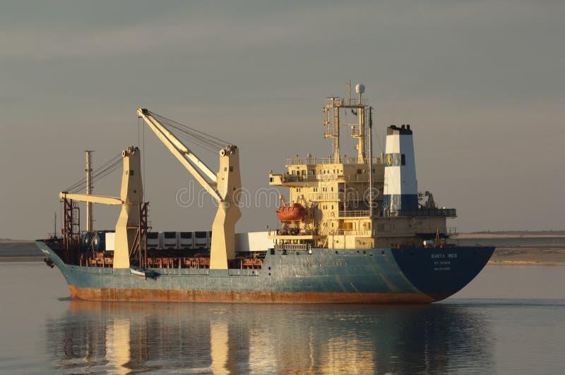 СУЭЦ CANAL/EGYPT - 3-ье января 2007 - корабль Сан смешанного груза стоковое изображение