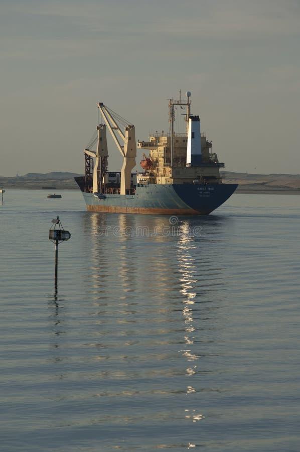 СУЭЦ CANAL/EGYPT - 3-ье января 2007 - корабль Сан смешанного груза стоковое фото