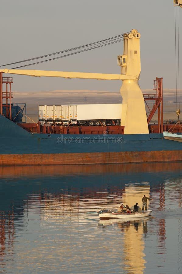 СУЭЦ CANAL/EGYPT - 3-ье января 2007 - корабль Сан смешанного груза стоковые изображения