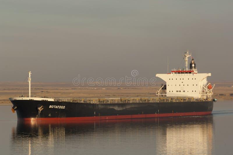 СУЭЦ CANAL/EGYPT - 3-ье января 2007 - судно-сухогруз Botafogo стоковое изображение