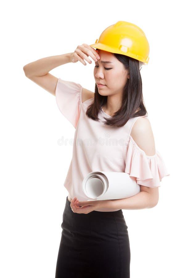 Судить за азиатская женщина инженера с светокопиями стоковое изображение rf