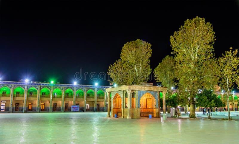 Суд мечети Shah Cheragh в Ширазе - Иране стоковая фотография
