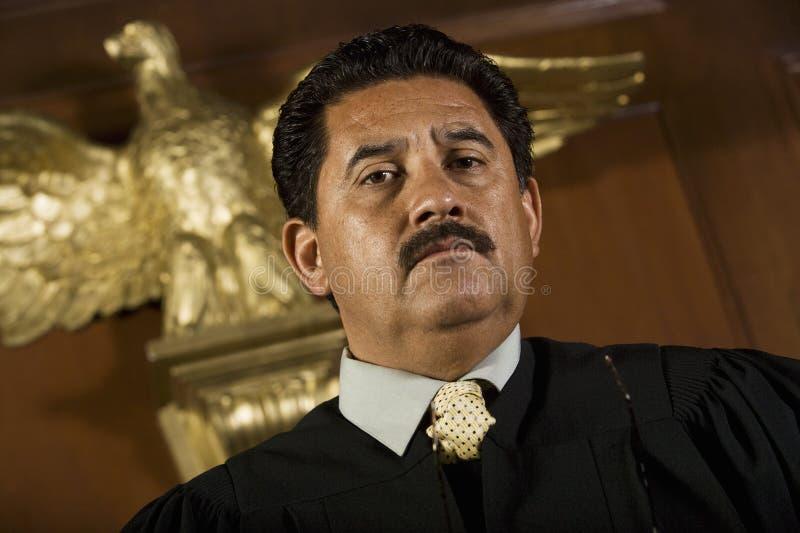 Судья в суде стоковое изображение rf