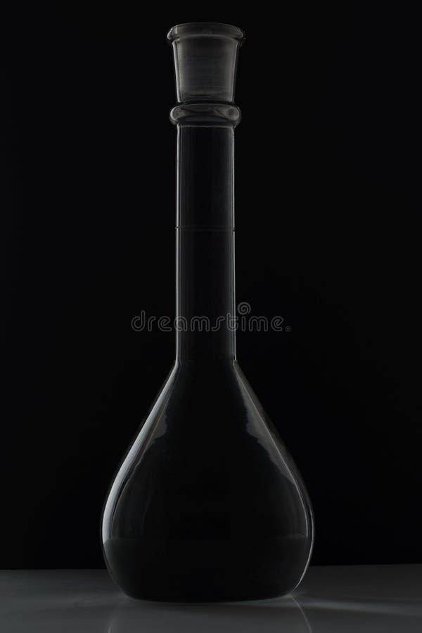 Сферически склянка заполнила с жидкостным длинным клювом стоковое изображение rf