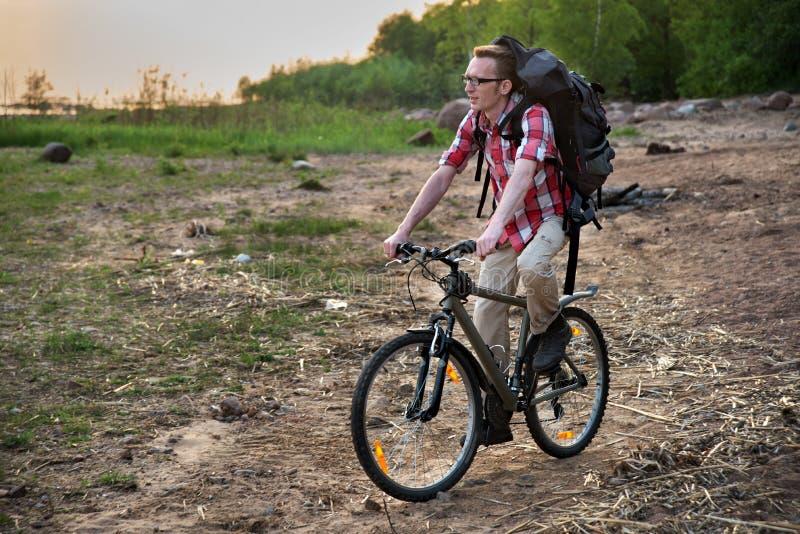 Download Сфокусированное катание велосипедиста на пляже Стоковое Изображение - изображение насчитывающей baxter, поиск: 41651353