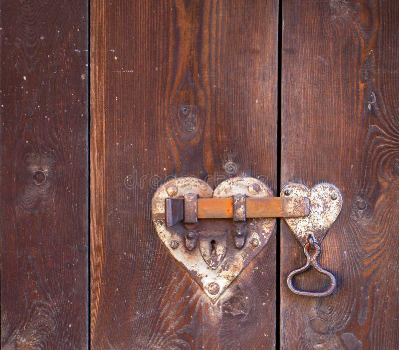 сформированный замок сердца двери стоковое изображение rf
