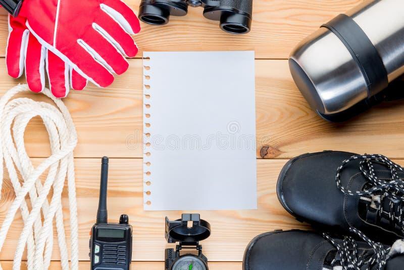Сформируйте для списка оборудования, объектов для trekkin горы стоковая фотография rf