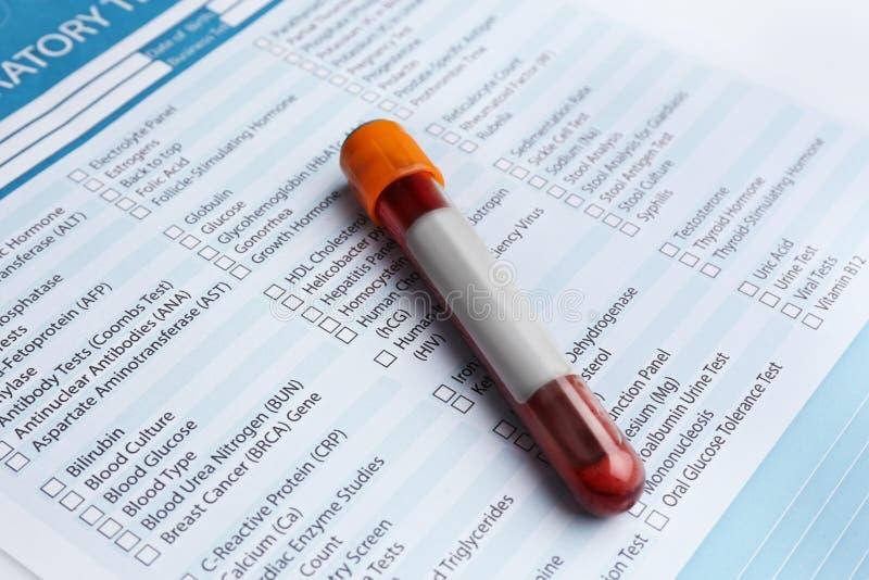 Сформируйте для того чтобы заполнить внутри с результатами tes крови стоковое изображение