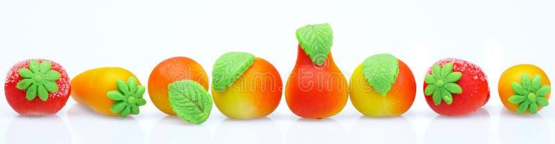 сформируйте помадки марципана плодоовощ стоковые фото