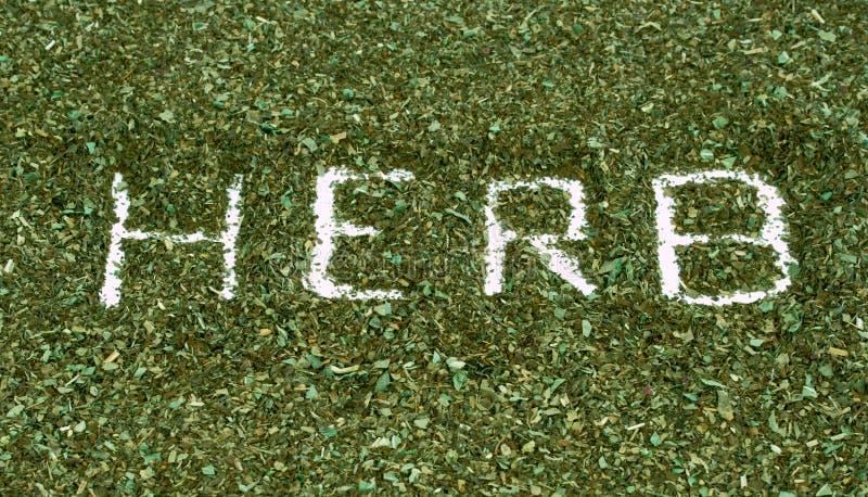 Сформулируйте траву написанную при высушенные изолированные травы базилика ароматичные на wh стоковые изображения rf