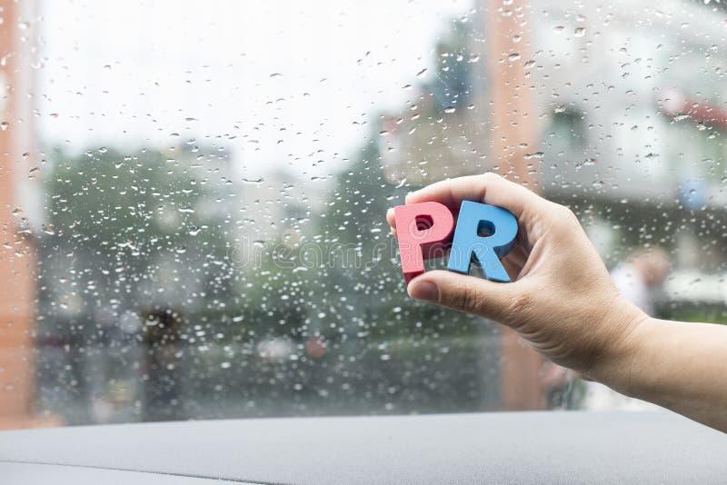 Сформулируйте кубики PR помечает буквами деревянное стоковое изображение rf
