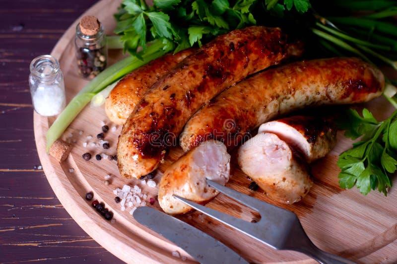 Схваты барбекю с sausege стоковое фото rf