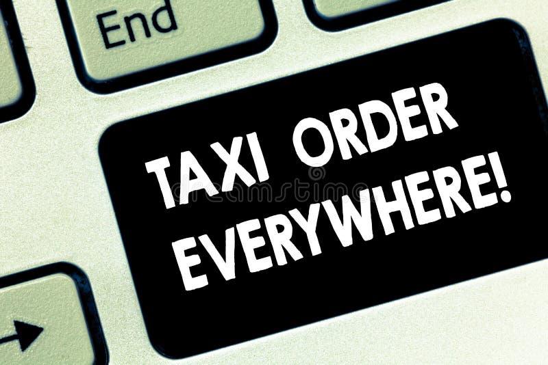 Схематический заказ такси показа сочинительства руки везде Текст фото дела нанял кабину для того чтобы повезти пассажира к своему стоковая фотография