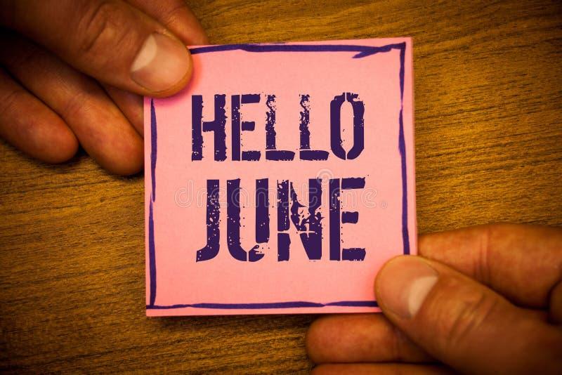 Схематическое сочинительство руки показывая здравствуйте! июнь Текст фото дела начиная новое сообщение май месяца над владением л стоковые фото