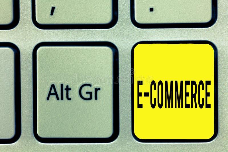 Схематическое сочинительство руки показывая коммерцию e Торговые операции текста фото дела проведенные электронно на стоковое изображение rf