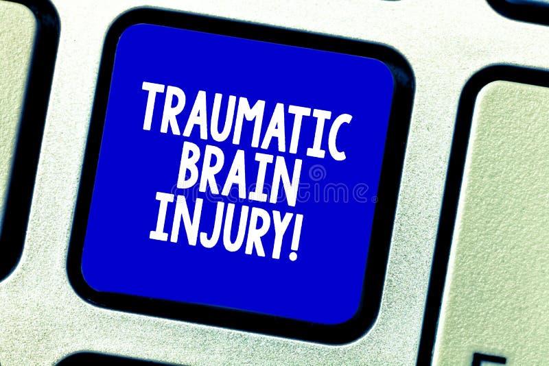 Схематическое сочинительство руки показывая травматичную черепно-мозговую травму Оскорбление фото дела showcasing к мозгу от внеш стоковые фото
