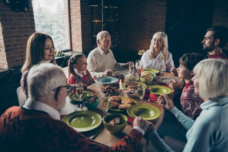 Сход семьи Noel мирный, встреча Седой дед стоковое фото rf