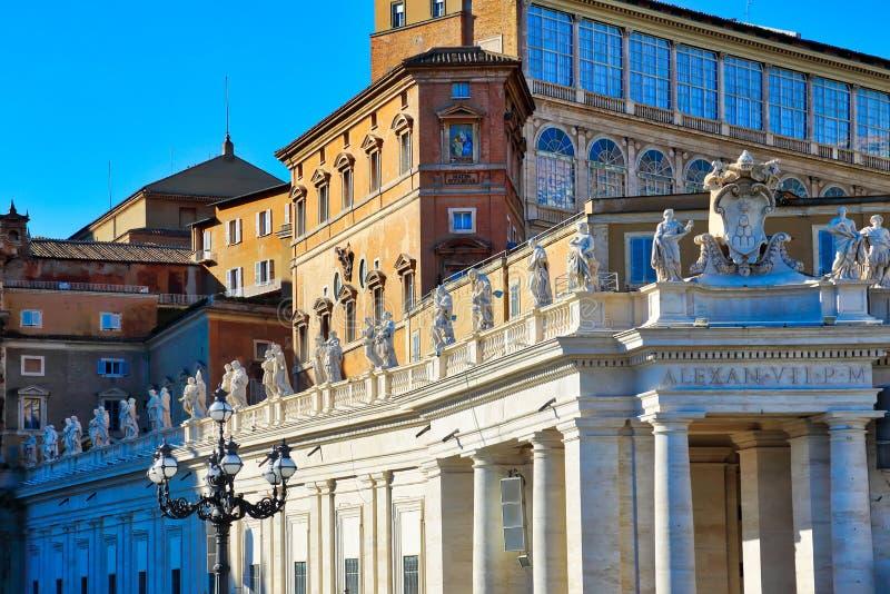 Сценарная базилика St Peters в Риме около государства Ватикан стоковые изображения rf