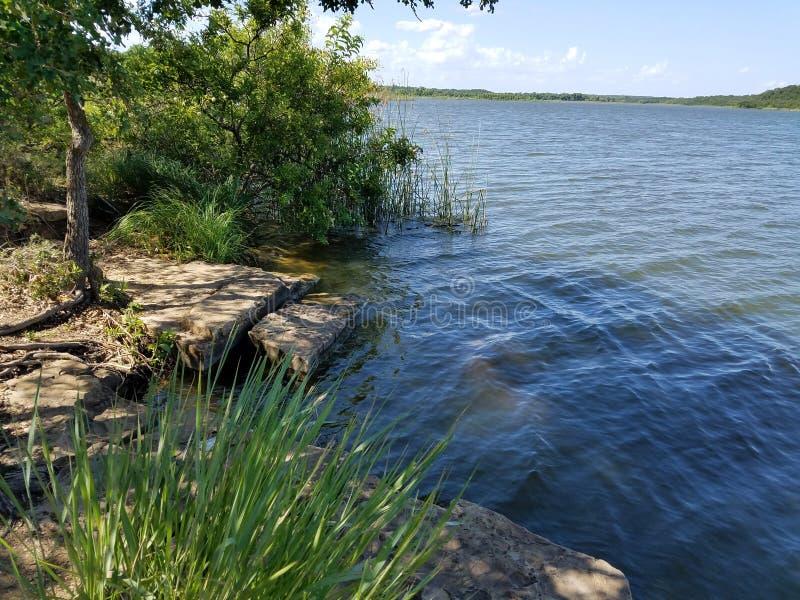 Сценарное пятно рыбной ловли - озеро минеральный Wells Техас стоковая фотография