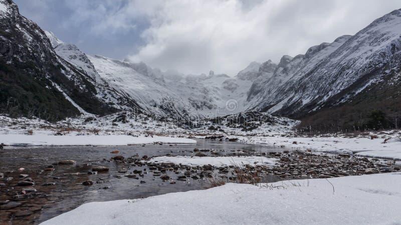 Сценарные взгляды озера Esmeralda на Ushuaia, Аргентине, Патагонии стоковое фото