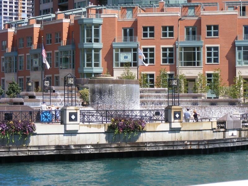 Сценарные взгляды вдоль Рекы Чикаго стоковое фото rf