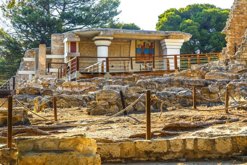 Сценарные руины дворца Minoan Knossos и коридора шествия фрески стоковое изображение