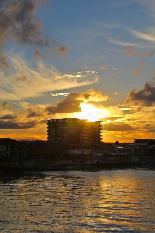 сценарный австралийский заход солнца, рай серферов стоковое изображение