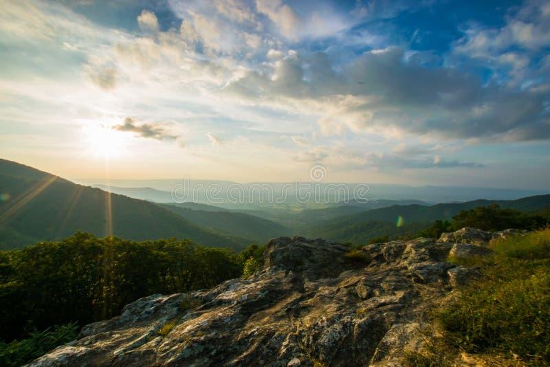 Сценарный ландшафт лета дальше обозревает PA Shenandoah привода национальное стоковые изображения rf